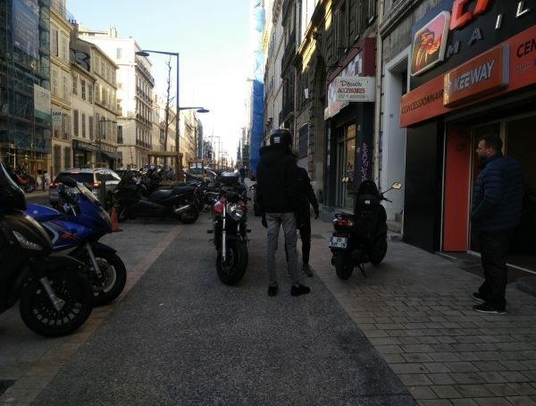 Cours Lieutaud, marseille, pistes cyclables, scooters,